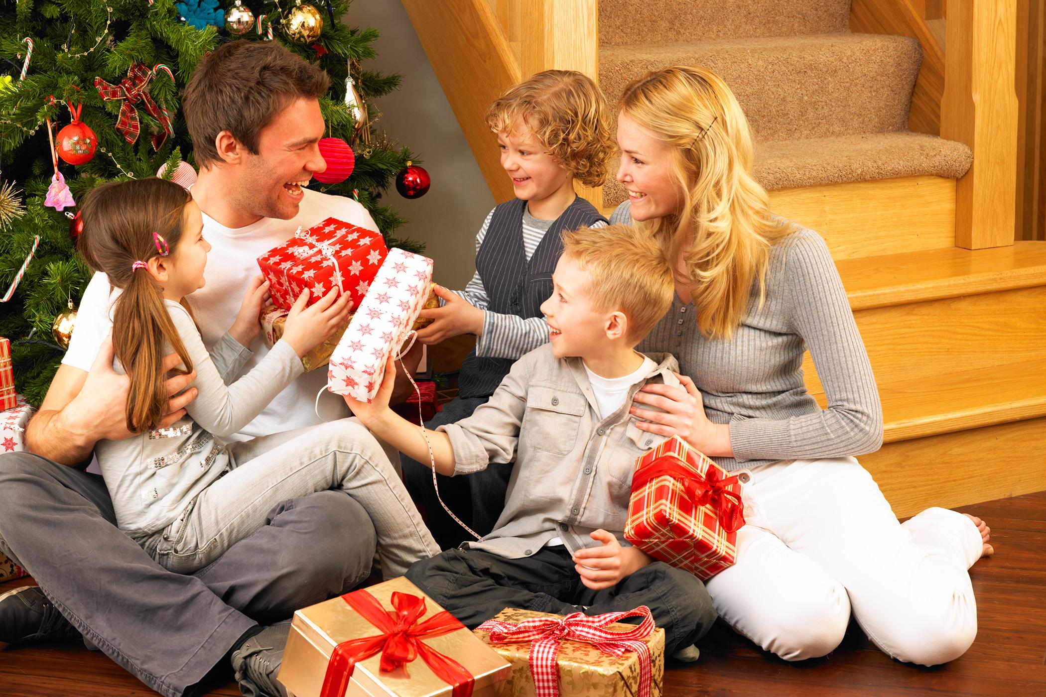 une id e cadeau de no l pour chaque membre de la famille. Black Bedroom Furniture Sets. Home Design Ideas