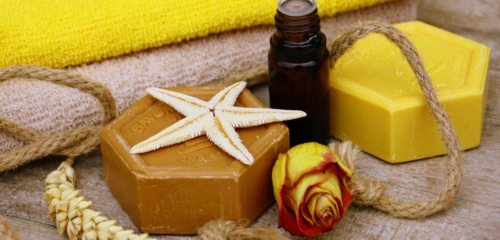 Huile-essentielle-de-la-tea-tree-pour-lutter-contre-acne-idee-cadeau-original